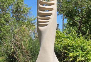 Con el impulso II, 140 cm, 2015, Santanyi Stein